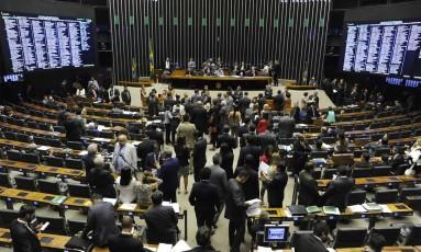 Deputados discutem em plenário discutir o projeto que trata dos acordos de leniência entre o BC e instituições financeiras Foto: Luis Macedo / Câmara dos Deputados