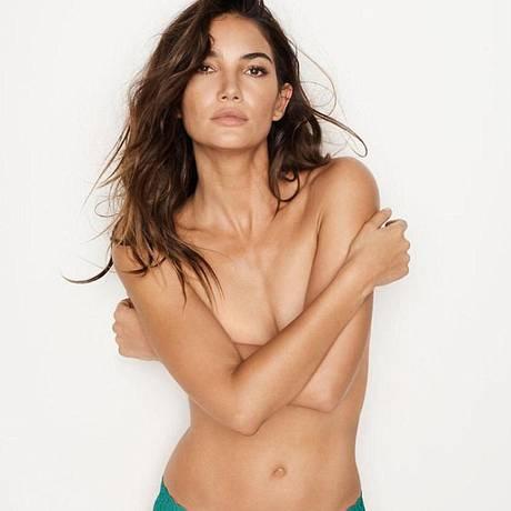 Uma das modelos mais cobiçadas da indústria da moda, Lily Aldridge emprestou mais uma vez seu sex appeal à marca de lingerie Victoria's Secret. A top, de 31 anos, posou de topless e mostrou seu corpaço nos cliques de uma nova campanha Foto: © Victoria's Secret
