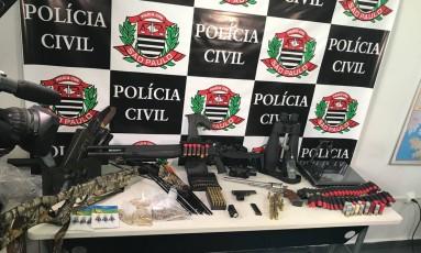 Armamento apreendido pela polícia durante Operação Salazar Foto: Divulgação/Polícia Civil