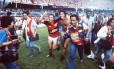 Zico e Renato Gaúcho comemoram título do Flamengo da Copa União de 1987, após vitória contra o Internacional Foto: Celso Meira / Celso Meira/Agência O Globo/13-12-1987