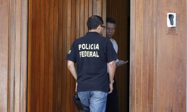 Operação da Polícia Federal apreende carros de Anísio Foto: Pablo Jacob / Agência O Globo