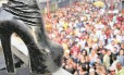 Imagem da Parada Gay de Madureira realizada em 2005: evento é tradição nas ruas do bairro Foto: Lucíola Villela/02-07-2005