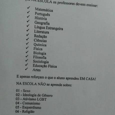 Mãe e filha criticam panfleto da escola e termo de suspensão Foto: Acervo pessoal