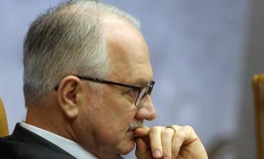 O ministro Edson Fachin, durante sessão do Supremo Tribunal Federal (STF) Foto: Givaldo Barbosa / Agência O Globo