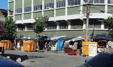 A cracolândia na esquina das ruas Flávia Farnese e 17 de Fevereiro Foto: Foto do leitor