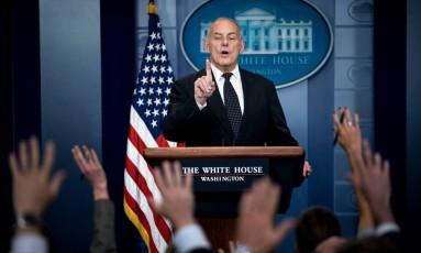 O chefe de Gabinete da Casa Branca, John Kelly, fala sobre o presidente americano, Donald Trump Foto: BRENDAN SMIALOWSKI / AFP