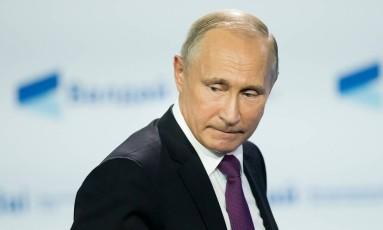 O presidente russo, Vladimir Putin, participa de uma conferência com acadêmicos internacionais em Sochi Foto: ALEXANDER ZEMLIANICHENKO / AFP