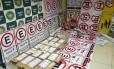 Polícia Encontrou dezenas de placas e mais de mil talões falsificados do sistema Rio Rotativo Foto: Reprodução / TV Globo