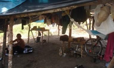 30.08.2006 - Divulgação / Ministério do Trabalho - PA - Exclusiva - Trabalho escravo no Pará - Barraca forrada por sacos plásticos onde acampavam trabalhadores libertados de quatro fazendas em Ulianópolis, no Pará.