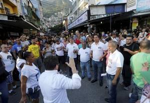 Manifestação. Moradores da Rocinha pedem paz na comunidade, que sofre há mais de um mês com uma disputa entre quadrilhas Foto: Domingos Peixoto / Agência O Globo
