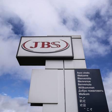 Linha de produção da fábrica da processamento de aves (frangos e derivados) da JBS em Lapa, no Paraná. Foto: André Coelho / Agência O Globo