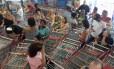 Aniversário do supermercado Guanabara atrai centenas de pessoas à loja da Barra da Tijuca. Foto: Foto Márcia Foletto / Agência O Globo