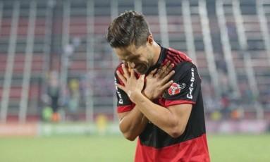 Diego marcou dois gols na goleada do Flamengo Foto: Marcio Alves / Agência O Globo