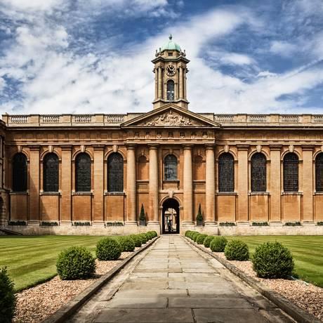 Um dos colégios da Universidade de Oxford Foto: Wikipedia