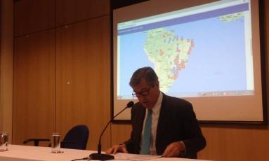 O ministro da Justiça, Torquato Jardim, em coletiva na sede da PF do Rio Foto: Maurício Ferro / Agência O Globo