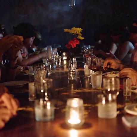 Jantar às Escuras, do Ateliê no Escuro Foto: Divulgação