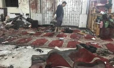 Homens-bomba atacaram duas mesquitas no Afeganistão nesta sexta-feita Foto: Reprodução Twitter
