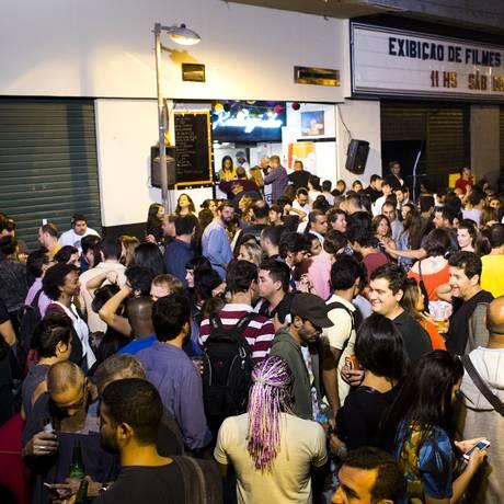 Happy hour do Rivalzinho não pod emais ter música Foto: Mônica Imbuzeiro / Agência O Globo