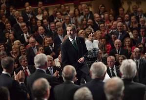 Rei da Espanha, Felipe VI, e sua mulher Letícia chegam ao auditório durante a cerimônia do prêmio Princesa de Astúrias, em Oviedo Foto: Alvaro Barrientos / AP