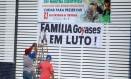 Faixa de luto foi colocada no colégio Goyases, em Goiânia onde aluno matou dois colegas de classe Foto: Jorge William / Agência O Globo