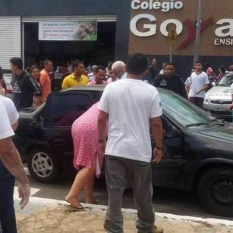 Movimentação em frente à escola Goyases, onde aconteceu o ataque Foto: Reprodução
