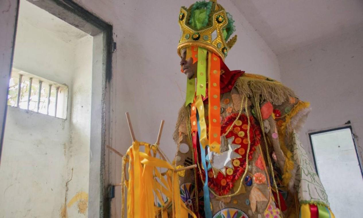 O uso de materiais rústicos, como lãs, tecidos e madeiras, estão presentes nas fantasias. Foto: Talita Teixeira / Divulgação Acadêmicos do Cubango