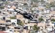 Sargento do Exército preso é considerado maior fornecedor de armas para traficantes da Favela da Coreia Foto: Domingos Peixoto 13-08-2009 / Agência O Globo