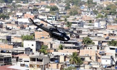 Sargento do Exército preso é considerado maior fornecedor de armas para traficantes da Favela da Coreia Foto: Domingos Peixoto / Agência O Globo