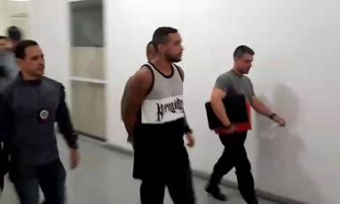 Funkeiro MC Tikão é preso Foto: Reprodução TV Globo
