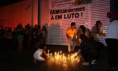 Moradores de Goiânia prestam homenagem às vítimas do ataque no Colégio Goyases Foto: Jorge William / Agência O Globo