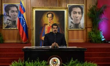 O presidente venezuelano, Nicolás Maduro, discursa durante uma entrevista coletiva no Palácio Miraflores Foto: FEDERICO PARRA / AFP
