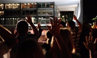 Vigília noturna em frente ao STF contra o aborto de anencéfalos Foto: Gustavo Miranda/10-4-2012