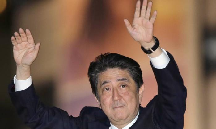 Após vitória, Abe promete focar Coreia do Norte e envelhecimento da população