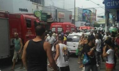 Bandidos atropelam três pedestres em São João de Meriti durante uma perseguição Foto: Foto de leitor