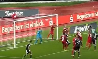 Goleiro faz gol de cabeça na Alemanha Foto: Reprodução