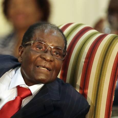 Presidente do Zimbábue, Robert Mugabe, participa de reunião na África do Sul Foto: Themba Hadebe / AP