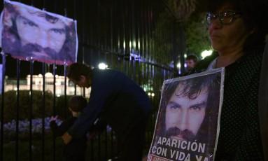 Argentinos homenageiam Maldonado, em Buenos Aires: ativista havia desaparecido durante manifestação pelos índios mapuches Foto: JUAN MABROMATA / AFP