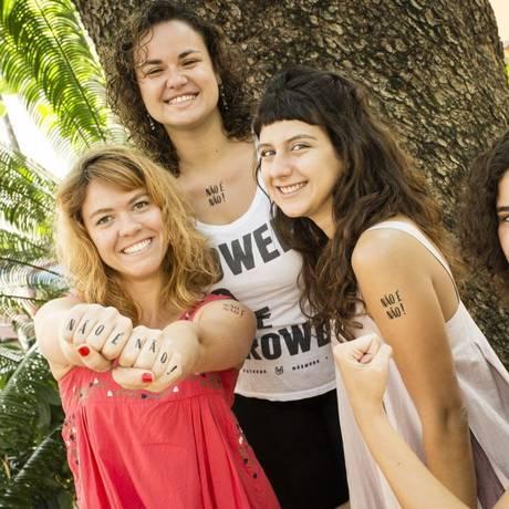 Julia Parucker, Luka Borges, Aisha Jacob e Fernanda Barbosa, as idealizadoras da campanha: tatuagens serão distribuídas em cinco estados Foto: Agência O Globo / Fernando Lemos