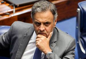 Aécio pediu um tempo para decidir sobre a renúncia Foto: SERGIO LIMA / AFP