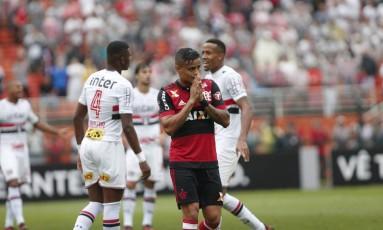 Everton lamenta chance perdida no Pacaembu Foto: Marcos Alves