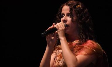 SOC - A cantora Sara Bentes, que é cega. Foto: Divulgação / Divulgação