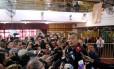 Mauricio Macri discursa após votar em Buenos Aires Foto: MARCOS BRINDICCI / REUTERS