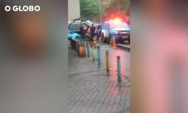 PMs abordam carro onde estava espanhola Foto: Imagens cedidas pelo SBT