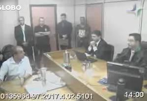 Cabral presta depoimento ao juiz Marcelo Bretas Foto: Reprodução vídeo 23/10/2017