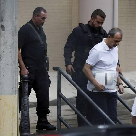 Ex-governador Sérgio Cabral deixa a justiça federal após depoimento Foto: Domingos Peixoto / Agência O Globo 23/10/2017