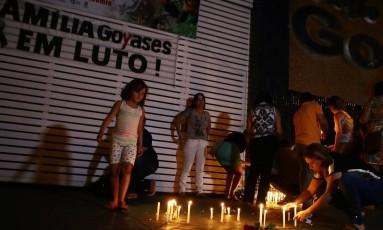 Vigília em frente ao Colégio Goyases, em Goiânia Foto: Jorge William / Jorge William/Agência O Globo/20-09-2017