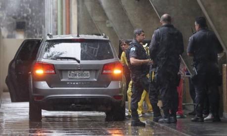 Carro onde estava Maria Jimenez Ruiz foi atingido por tiro de tenente da PM Foto: Marcio Alves / Agência O Globo
