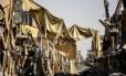 Prédios ficaram completamente destruídos em Raqqa, ex-capital do Estado Islâmico na Síria, após jihadistas terem sido expulsos Foto: BULENT KILIC / AFP