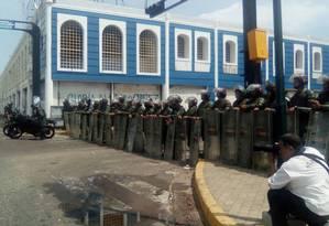 Manifestantes e forças de segurança entraram em confronto no estado de Zulia nesta terça-feira na Venezuela Foto: Reprodução Twitter
