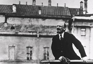 Revolucionário. Lenin, líder dos bolcheviques na Revolução de 1917, discursa para o povo russo Foto: Reprodução